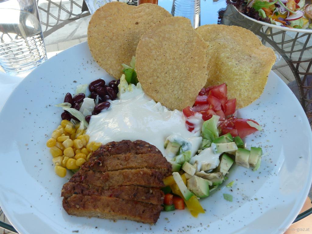 Loving Hut Tostada Salat